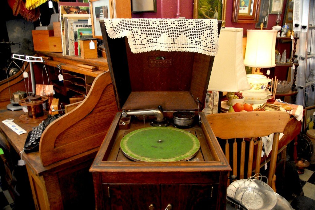 i think this is what one might call a record player??